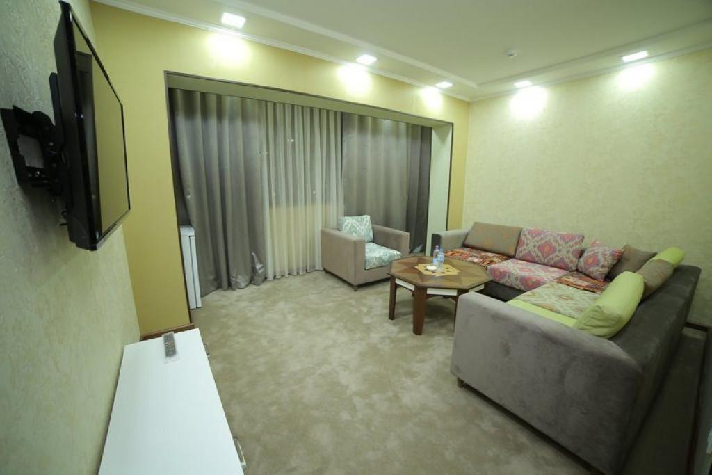 Room 4242 image 41033