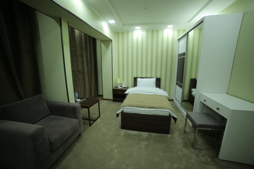 Room 4240 image 41038