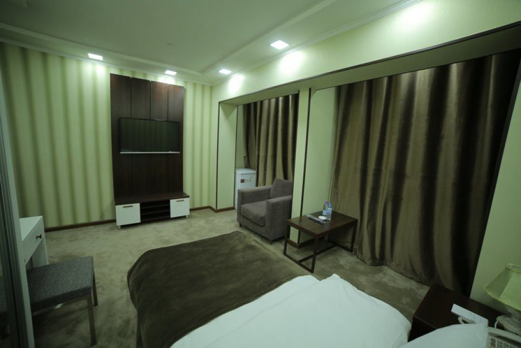Room 4240 image 41039