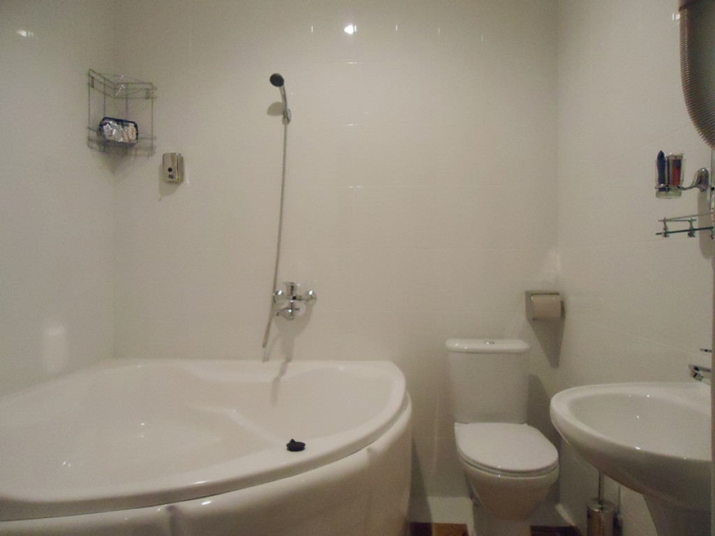 Room 1034 image 29186