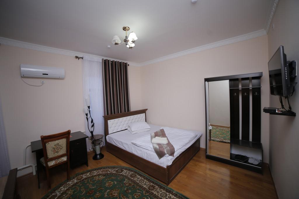Room 998 image 33528