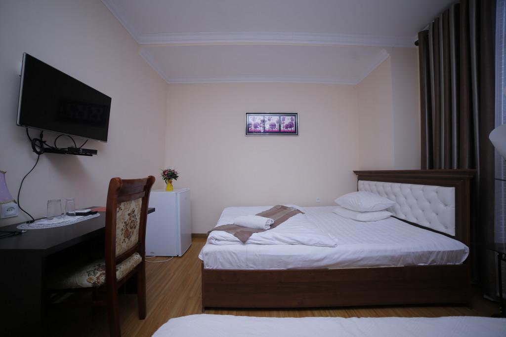 Room 998 image 33531