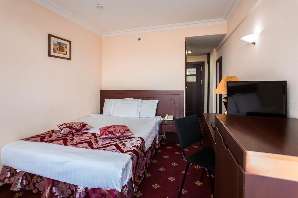 Room 1825 image 33636