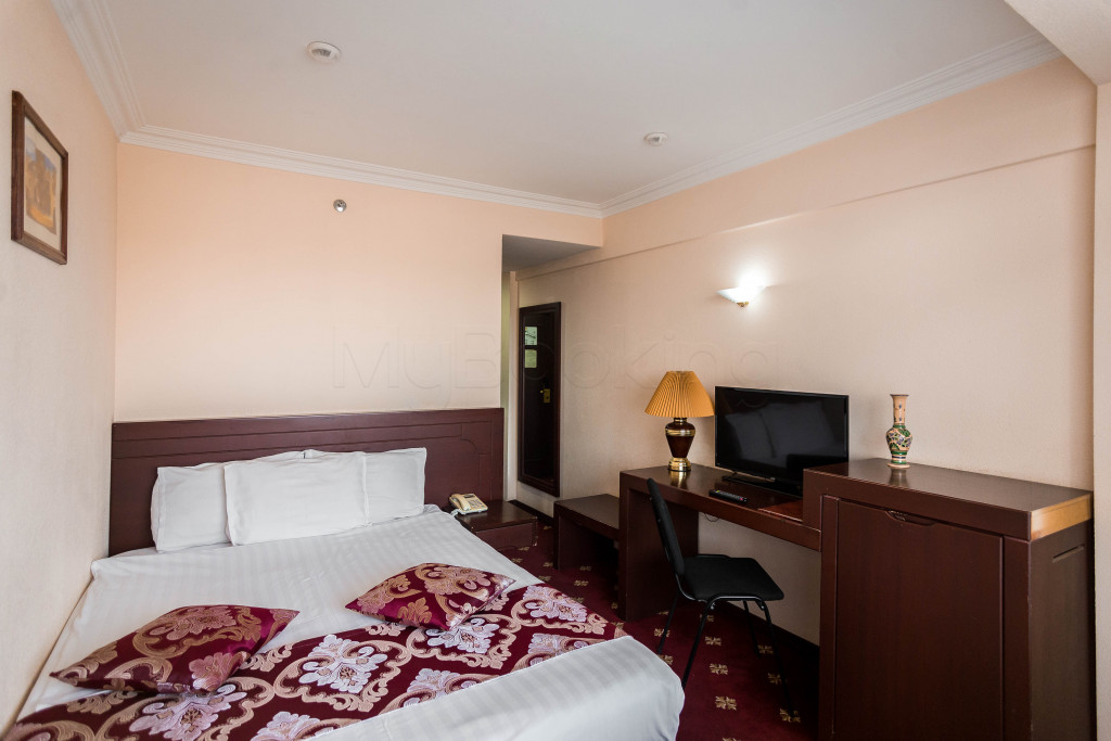 Room 1825 image 33637