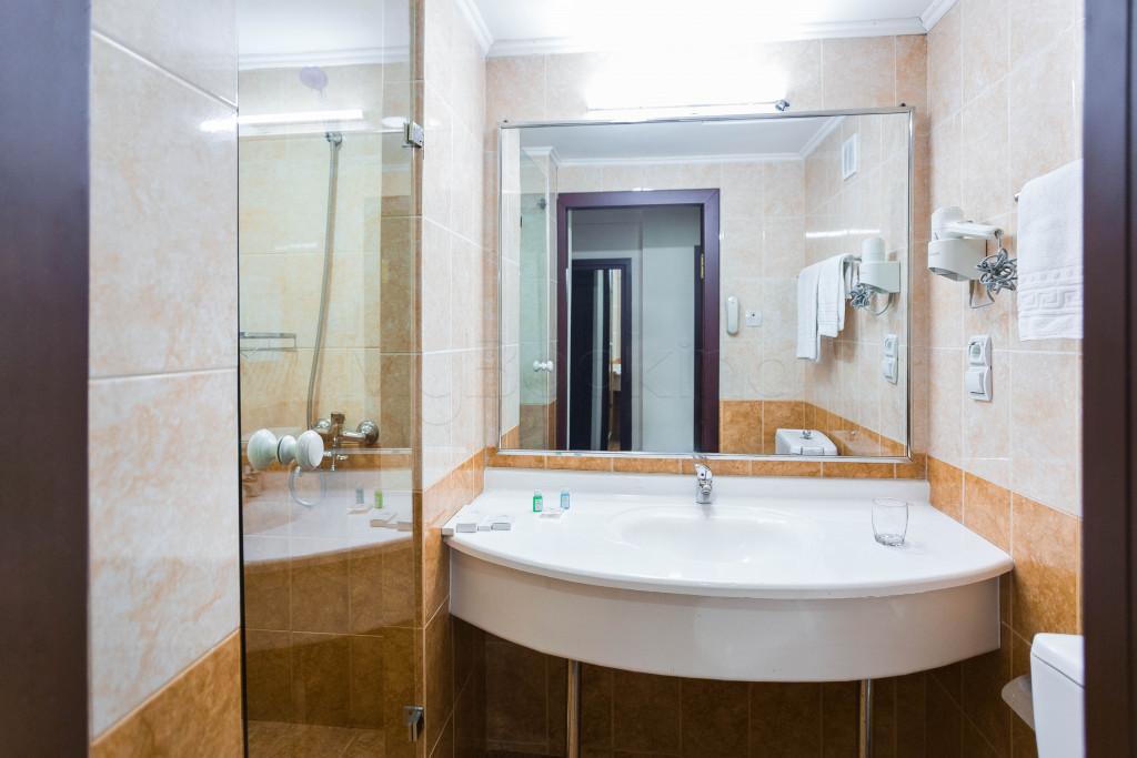 Room 1825 image 33638