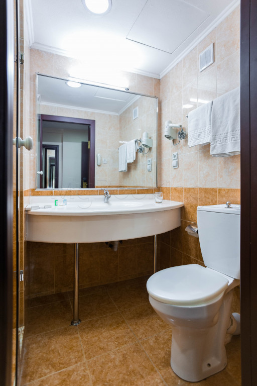 Room 1825 image 33639