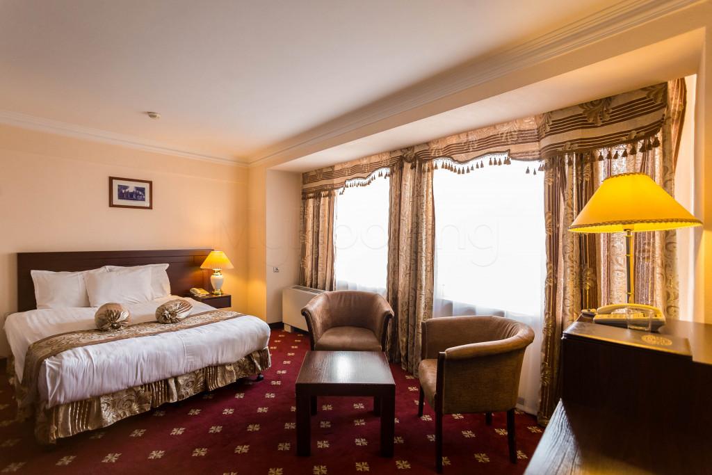 Room 1826 image 33640