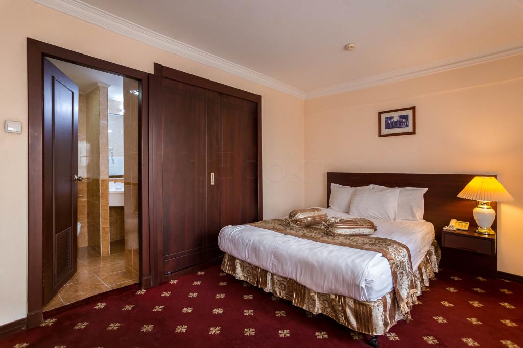 Room 1826 image 33641