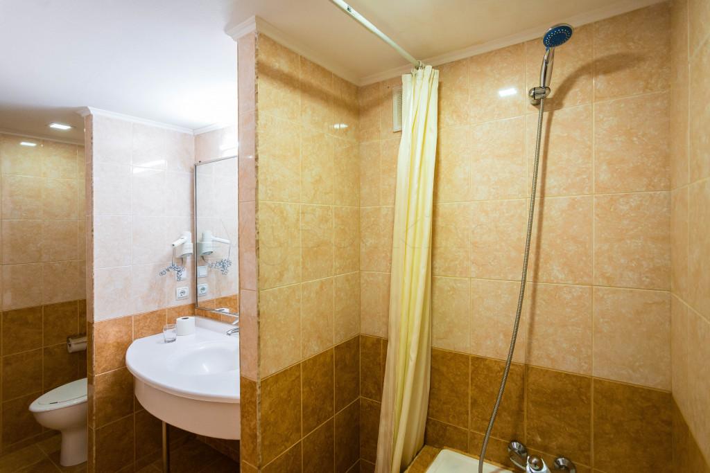Room 1826 image 33646