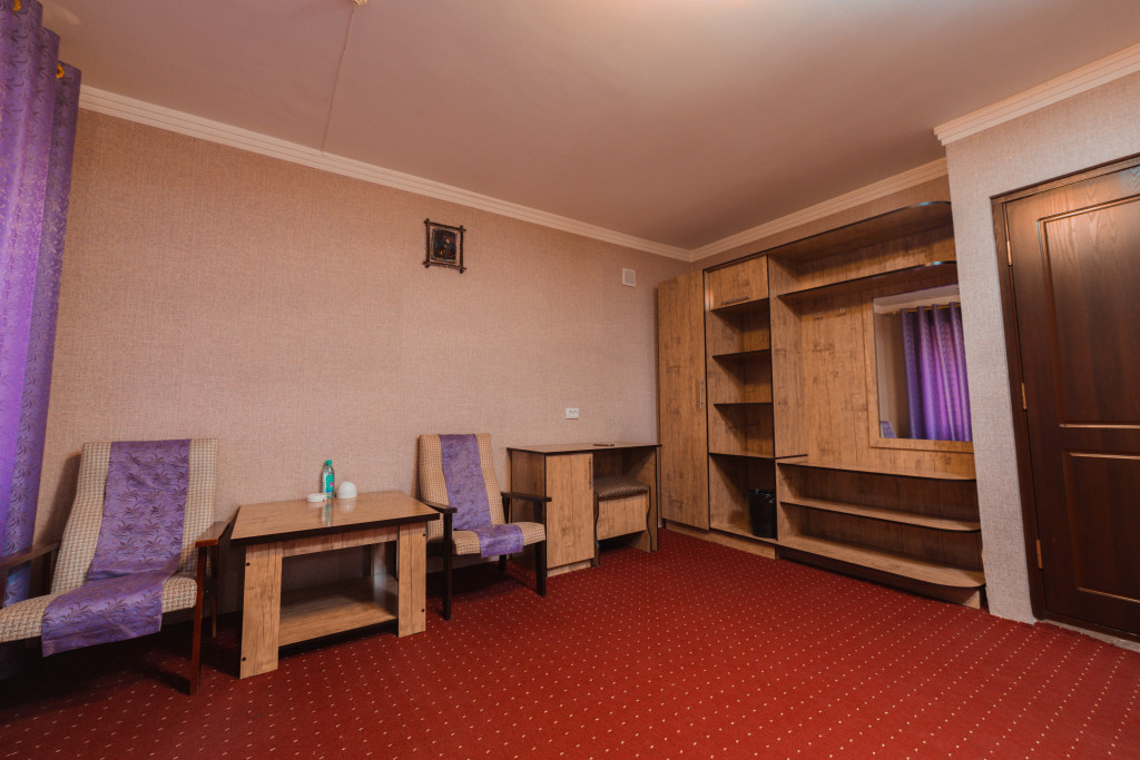 Room 1153 image 35499