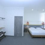 Room 1404 image 13493 thumb
