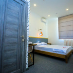 Room 1404 image 28418 thumb