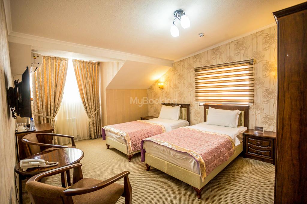 Room 1385 image 26540