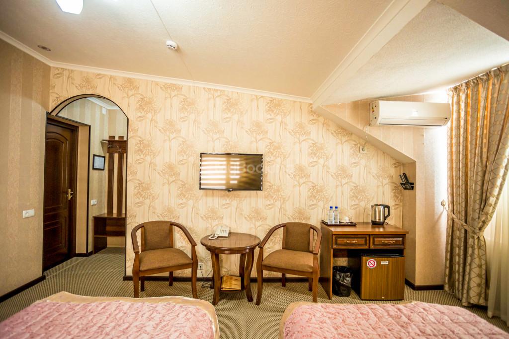 Room 1385 image 26546
