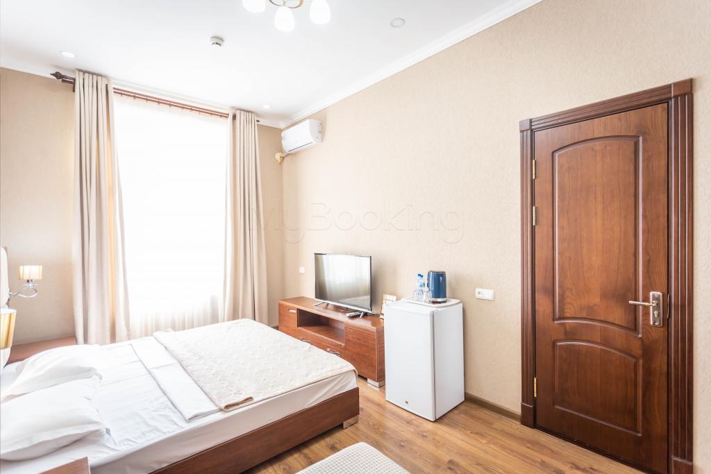 Room 1427 image 34301
