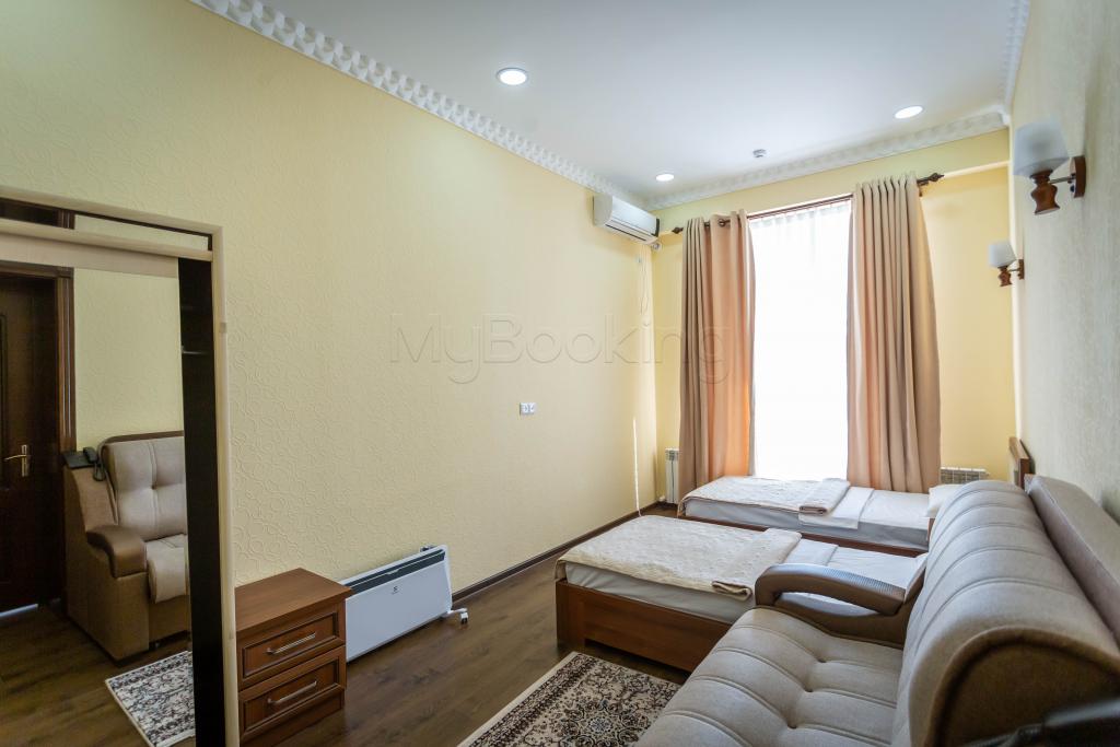 Room 1426 image 34348