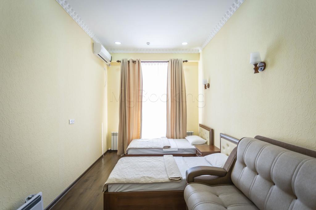 Room 1426 image 34350