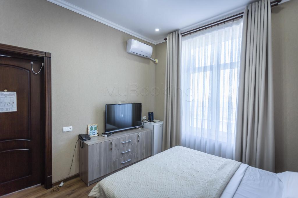 Room 1426 image 34356