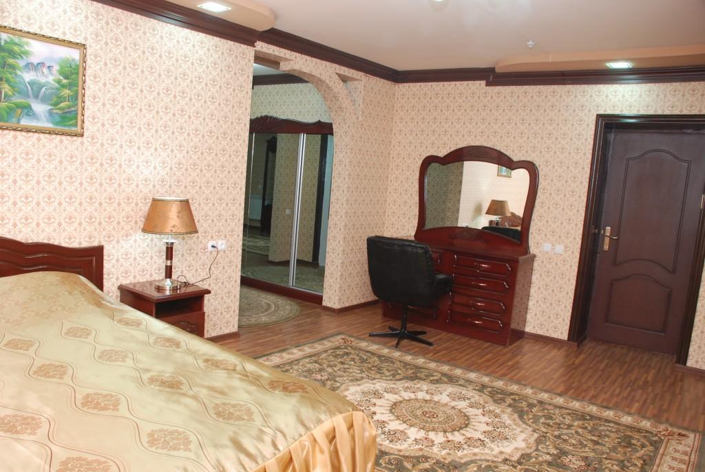 Room 1661 image 15359