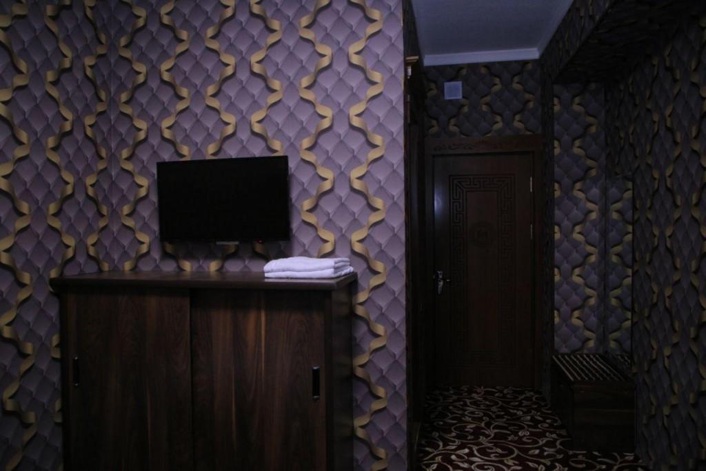 Room 1727 image 15728