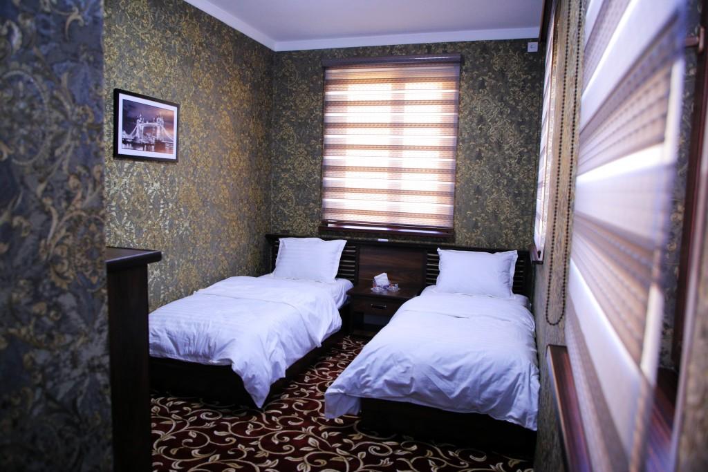 Room 1727 image 15733