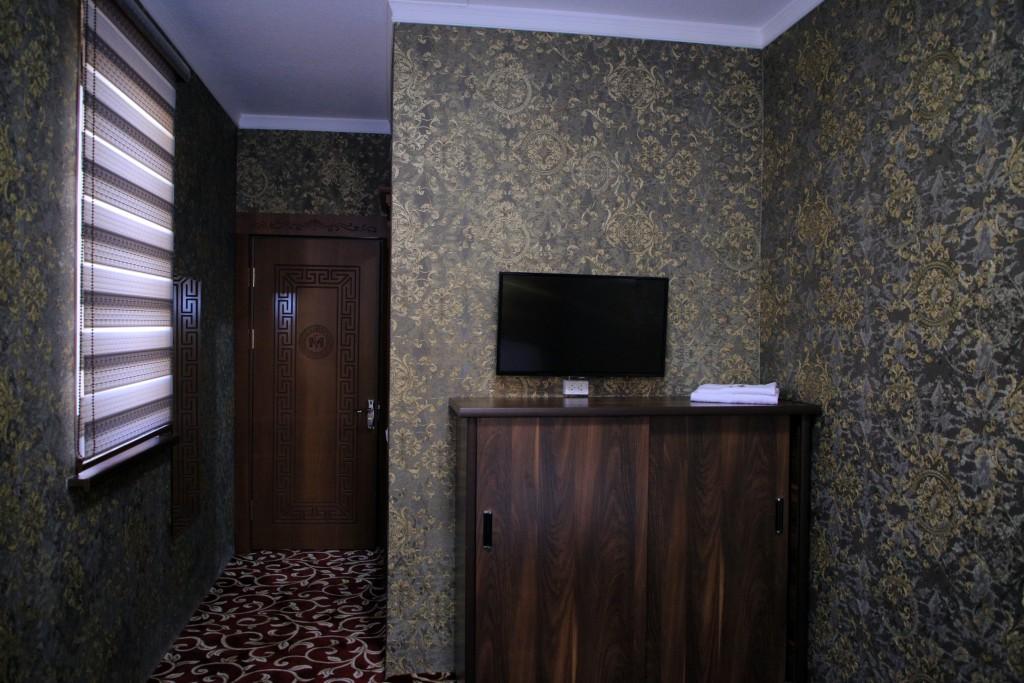 Room 1727 image 15734