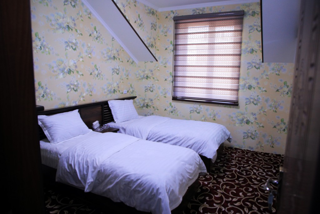 Room 1727 image 15736