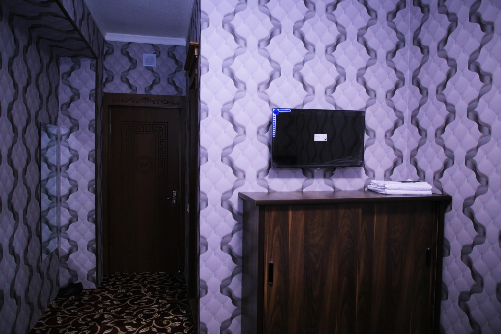 Room 1727 image 15769