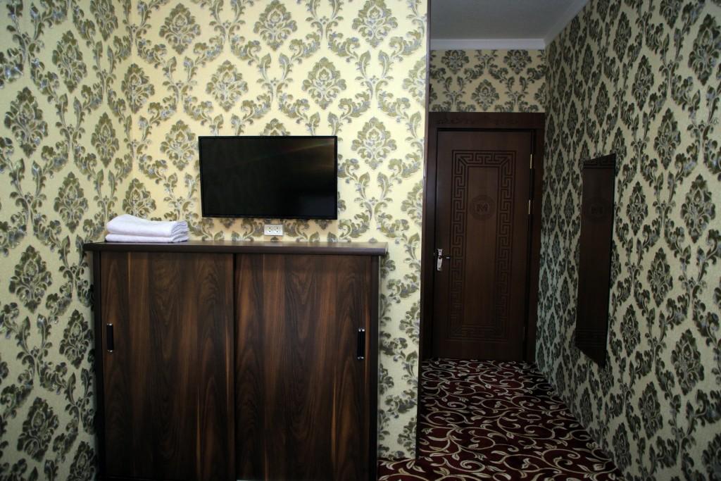 Room 1727 image 15777