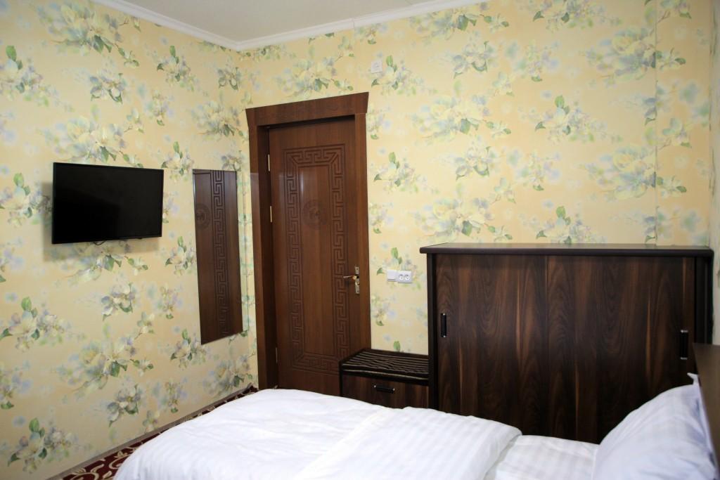 Room 1727 image 15784