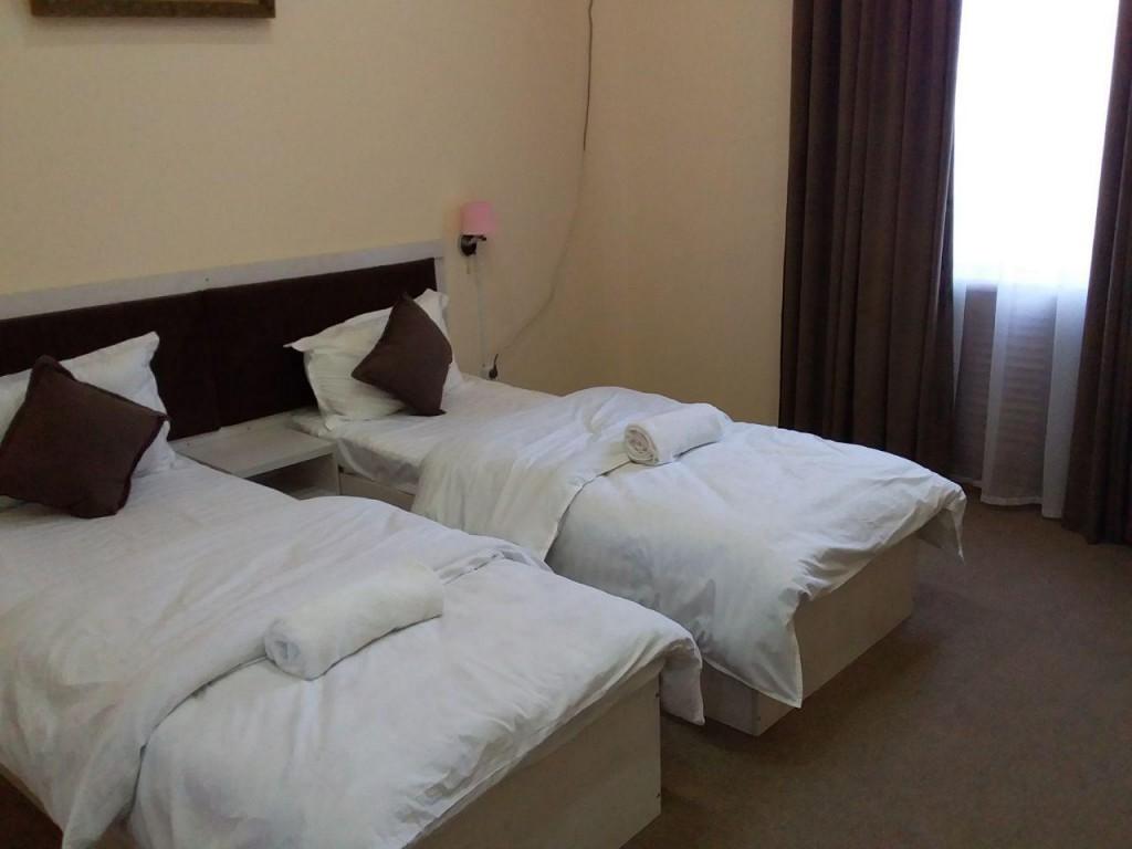 Room 1743 image 15854