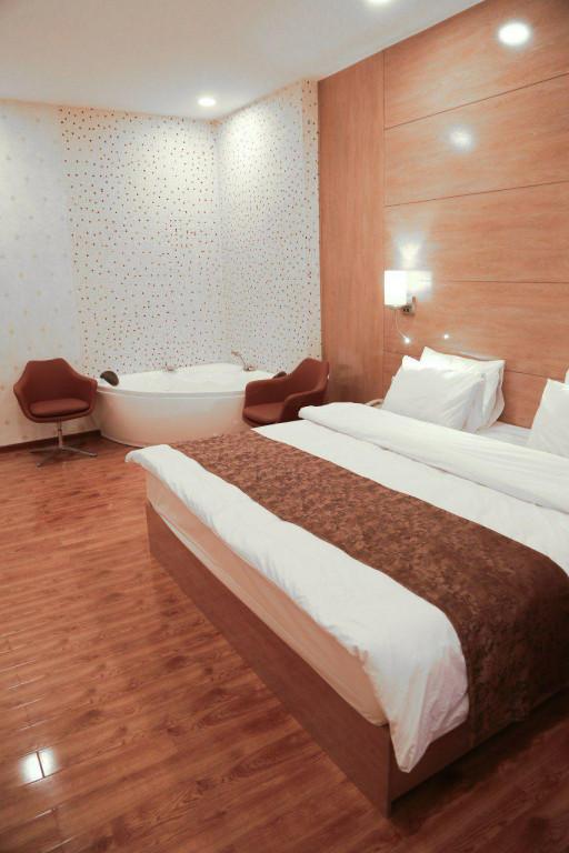 Room 1834 image 16591
