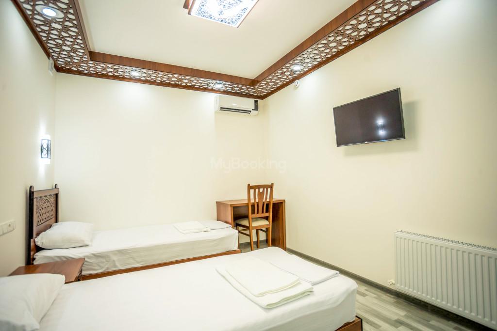 Room 1990 image 28504