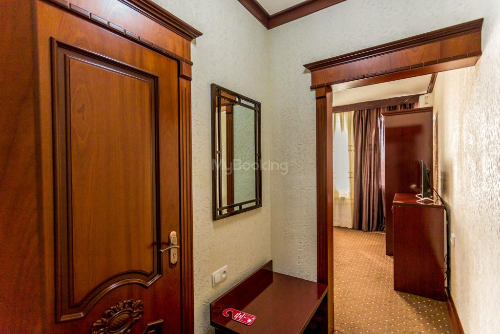 Room 2033 image 28232