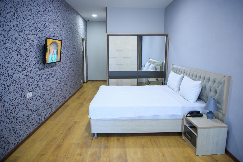 Room 2198 image 19696