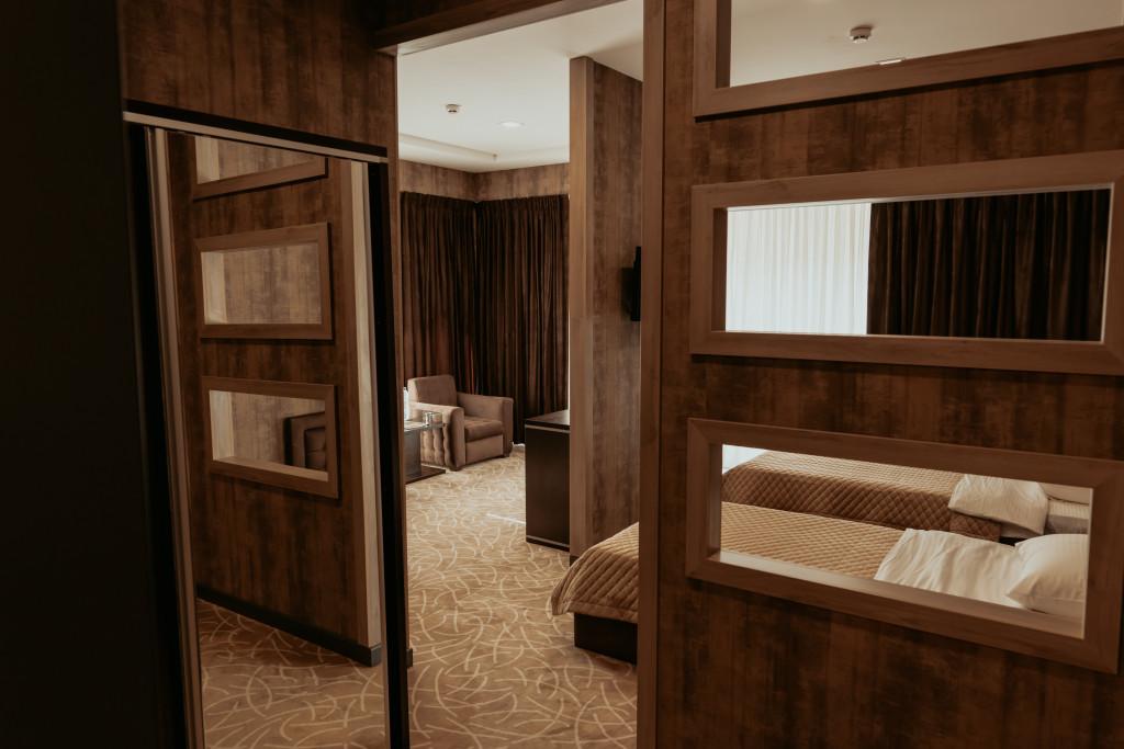 Room 548 image 34144