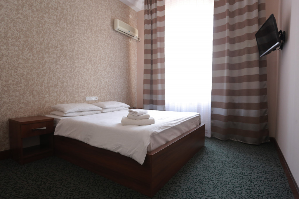 Room 2432 image 21219