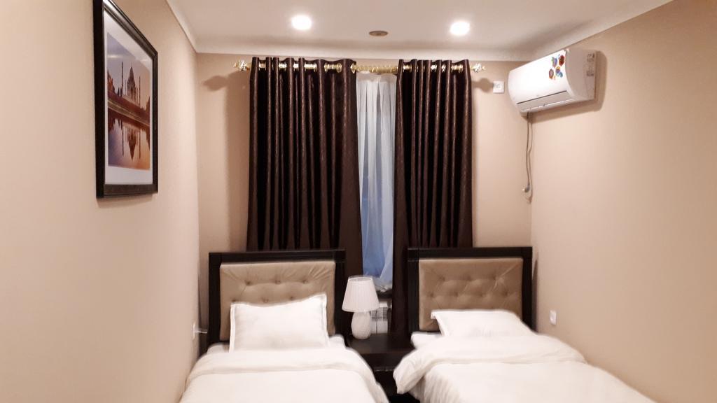 Room 2526 image 21170