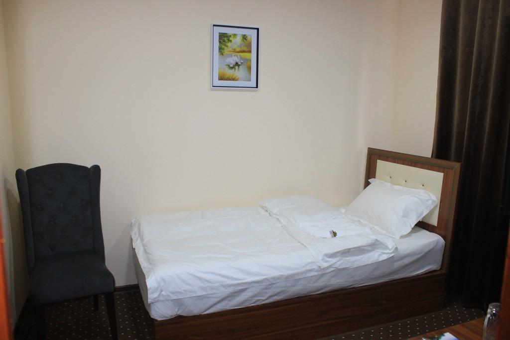 Room 1704 image 15603