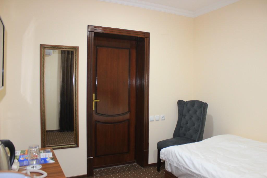 Room 1704 image 15604