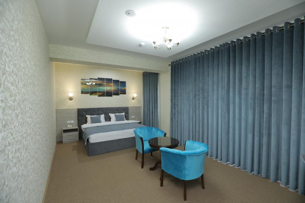 Room 3939 image 37703