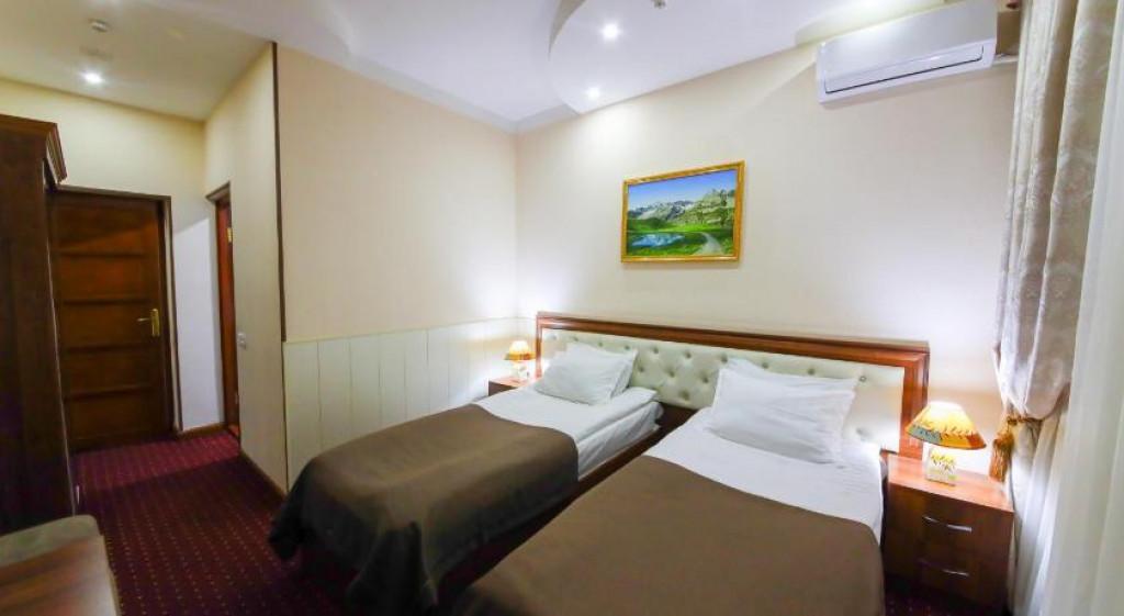 Room 3990 image 38303